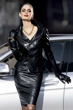 Leather Mini Skirts, Leather Dresses, Mode Glamour, Leder Outfits, Black Leather Gloves, Leather Trousers, Leather Fashion, Ootd, Dress Shoes