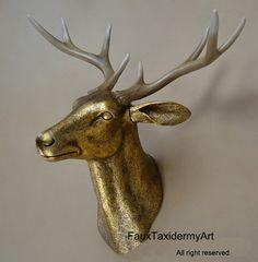 Grande oro antico Faux Deer Head resina testa di FauxTaxidermyArt