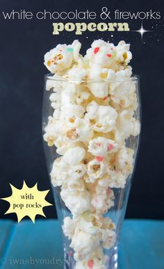 popcorn with poprocks! White Chocolate and Fireworks Popcorn - this stuff is so addictive! I love how the Pop Rocks pop in your mouth and mix well with the white chocolate, it's so good! Popcorn Snacks, Popcorn Recipes, Snack Recipes, Dessert Recipes, Desserts, Spicy Popcorn, Homemade Popcorn, Easy Recipes, Healthy Recipes
