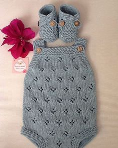 181 Likes, 23 Kommentare – Puntobebé Hechoamano (Punto Bebé Argentina) auf … – Babykleidung Ideen How To Start Knitting, Knitting For Kids, Free Knitting, Baby Boy Knitting, Knitted Baby Clothes, Knitted Romper, Baby Dress Patterns, Baby Knitting Patterns, Baby Outfits