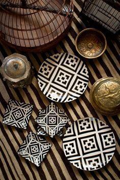 Moroccan Plates, Moroccan Theme, Boho Deco, African Interior, Hand Painted Plates, Deco Design, Design Art, Interior Design, Ceramic Pottery