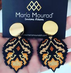113 likes, 7 comments - María Mourad ( on Insta Seed Bead Jewelry, Seed Bead Earrings, Diy Earrings, Diy Jewelry, Beaded Jewelry, Jewellery, Peyote Beading Patterns, Beaded Earrings Patterns, Jewelry Patterns