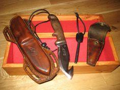 Steeplejack knife, with thigh strap sheath and fire flint