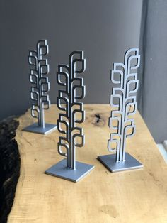 Susie Frazier's tabletop bonsai tree sculptures are designed to be pleasing to the visual system by featuring repeating fractal patterns. This set of sculptures were created out of the organization's logo to honor their top donors. Organic Sculpture, Tree Sculpture, Art Sculptures, Fractal Patterns, Patterns In Nature, Wall Art Designs, Wall Design, Organic Art, Virtual Art