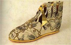 Botas utilizadas durante la Alta Edad Media.