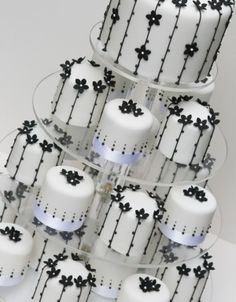 Monochrome Blossom Miniature Cakes - Black and white daisy beauties with little strings of pearls More