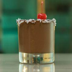 The Nutella Cocktail - Tipsy Bartender Twix Chocolate, Chocolate Milkshake, Chocolate Cherry, Frangelico Cocktail Recipe, Cocktail Recipes, Cocktails, Vanilla Vodka, Tipsy Bartender, Cocktail