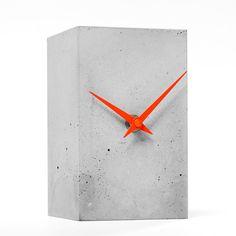 Betonuhr, Tischuhr, Standuhr4 Design- Unikate von Objektdesign Dirk Krähmer auf DaWanda.com Concrete Plant Pots, Concrete Cement, Concrete Design, Grey Clocks, Wood Clocks, Concrete Crafts, Concrete Projects, Industrial Clocks, Beton Design