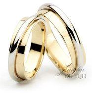 Bi-color wit/geel gouden trouwringen 6mm breed met 1 briljant geslepen diamant a…