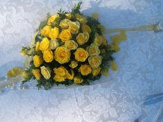 http://www.eleonoratonieventi.it  Bouquet di Piccole Rose Gialle  Bouquet of small yellow roses  info@eleonoratonieventi.it  cell.340-42.70.923