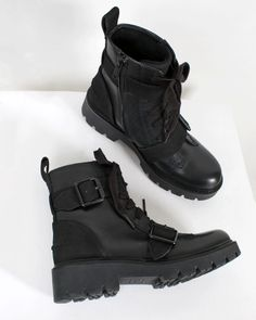 Brand Name Shoes, All Black Sneakers, Combat Boots, Fashion, Moda, Fashion Styles, Fashion Illustrations