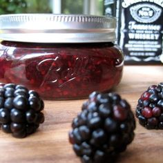 Vanilla Bourbon Blackberry Jam- mmm I love all three of these things! (maybe sub crown royal? Blackberry Jam Recipes, Blackberry Ideas, Vanille Bourbon, Jelly Recipes, Drink Recipes, Vegan Recipes, Chickpea Recipes, Carrot Recipes, Gourmet