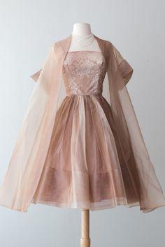 Vintage Party Dresses, Vintage Outfits, Vintage Fashion, 1950s Fashion, Dress Vintage, Pretty Outfits, Pretty Dresses, Beautiful Dresses, Vintage Clothing Stores