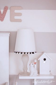 Liebesbotschaft: Noelles Zimmer update - before/after. Kids nightstand, bunny night light.