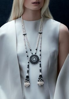 Discover Van Cleef & Arpels' universe and its High Jewelry, Jewelry, Bridal and Watches creations. Tassel Jewelry, High Jewelry, Pearl Jewelry, Indian Jewelry, Gemstone Jewelry, Jewelery, Jewelry Accessories, Jewelry Necklaces, Beaded Necklace