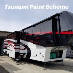 Crisp Tsunami Paint Scheme on this Luxe Toy Hauler. Fifth Wheel Living, Luxury Fifth Wheel, Fifth Wheel Toy Haulers, Luxury Rv, 5th Wheels, Paint Schemes, Tsunami, Rv Living, Crisp