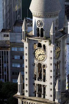 São Paulo. Inaugurada em 1801, a Igreja da Consolação tem projeto assinado pelo mesmo arquiteto que construiu a Catedral da Sé, o alemão Maximilian Emil Hehlé. De estilo neo-românico, a igreja é um dos destaques arquitetônicos da região da Consolação e da Praça Roosevelt.