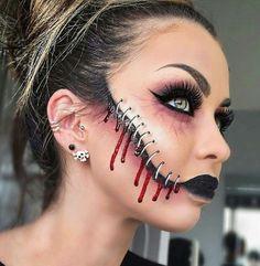 Halloween - Make-up Schminke und Co. Halloween - Make-up Schminke und Co. Creepy Halloween Makeup, Scary Makeup, Halloween Makeup Looks, Halloween Kostüm, Halloween Costumes, Sfx Makeup, Makeup Cosmetics, Creepy Clown Makeup, Halloween Face Makeup