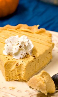 Pumpkin Mousse Pie - light and creamy pumpkin pie that's a perfect finish to a Thanksgiving dinner. This no-bake pie is made in under half an hour and can be made ahead of time. The time saving dessert you need for the holidays!