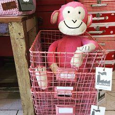 Roze, roze en nog meer roze! #viacannella #kinderwinkel #aap #knuffel #mandje #roze #cuijk