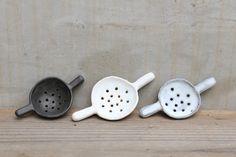 tea strainers Ceramic Mugs, Ceramic Pottery, Ceramic Art, Clay Design, Ceramic Design, Pottery Workshop, Ceramic Techniques, Boho Kitchen, Tea Strainer