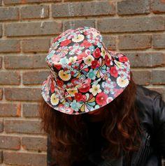 Sombrero impermeable - Japón en flor de LoLahn Handmade - Bolsos 51412400d17
