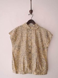 Discover recipes, home ideas, style inspiration and other ideas to try. Cool Outfits, Casual Outfits, Fashion Outfits, Minimal Dress, Blouse Vintage, Sewing Clothes, Retro Fashion, Womens Fashion, Blouse Designs