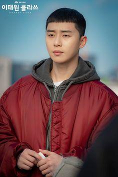 [Photos] New Stills Added for the Korean Drama 'Itaewon Class' Asian Actors, Korean Actors, Korean Dramas, Seoul Korea Travel, Lee Joo Young, Netflix, Park Seo Joon, Kim Dong, Boy Pictures