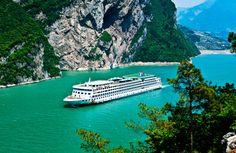 Eine Kreuzfahrt entlang des Yangtzes ist immer ein Erlebnis! Die gigantische Felsen, uralte Dörfer und gastfreundliche Einheimische werden den Besucher total begeistern!