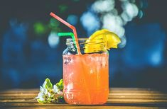 Ideal juice recipes for children. Finding the right juicing recipes for your children is hard and time consuming. Here's 6 juicing recipes that they will love. Best Iced Tea Recipe, Iced Tea Recipes, Cocktail Recipes, Pina Colada Sem Alcool, Stevia, Ayurveda, Superfood, Fresco, Liver Cleanse Juice