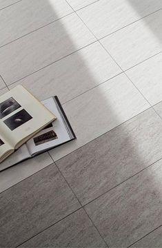 Klinkerplattor består av en bränd keramisk platta av lera. Den största skillnaden mellan klinker och kakel är att tätheten är avsevärt högre i klinkerplattan jämfört med kakelplattan. Home Appliances, Ceramics, Bathroom, House Appliances, Ceramica, Washroom, Pottery, Full Bath, Appliances