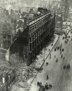 Buildings in Dublin city damaged by artillery-fire from the British Occupation Forces during the Easter Rising of 1916 Dublin Street, Dublin City, Ireland 1916, Dublin Ireland, Old Pictures, Old Photos, Easter Rising, Old Irish, British Isles