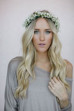 28 super Ideas flowers in hair for wedding updo floral crowns Wedding Hair Down, Wedding Hairstyles For Long Hair, Wedding Hair And Makeup, Wedding Updo, Wedding Crowns, Wedding Dresses, Bridal Hair Down, Wedding News, Bridal Makeup