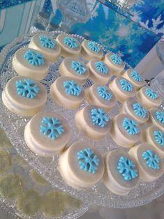 Frozen Themed Food, Frozen Themed Birthday Party, Birthday Treats, 5th Birthday, Cupcakes Frozen, Frozen Party Cake, Party Cakes, Candy Bar Frozen, White Chocolate Oreos