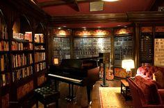 Hans Zimmer home studio 01 Home Music Rooms, Music Studio Room, Studio Setup, Studio Ideas, Recording Studio Design, Music Recording Studio, Piano Room, Recorder Music, Dream Studio