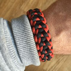 Lens original paracord bracelet… No made one of these in a long while awesome design by len.. 8)