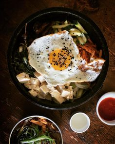 Especially on #rainydays it's time for Bibimbap. From the way I look at it #koreanfood is the greatest #comfortfood because it's satisfying and makes me feel better when I feel sick. It's also great because you can find #glutenfree and #vegan options. So what are u waiting for? Try this flavor- and colorful Bibimbap and the spicy chicken soup tonight @whitetigerbklyn and #treatyoself. It's a beautiful location -> @mona_log #tgif #nycfoodie #berlinfoodie #timeoutnewyork #bibimbab…