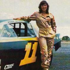 Robin McCall tornou-se a piloto feminina na história da NASCAR em 1982 Female Race Car Driver, Car And Driver, Nascar Race Cars, Nascar Rules, Nascar Live, Women Drivers, American Racing, Vintage Race Car, Futuristic Cars