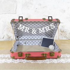 valise urne de mariage corail  wedding suitcase by SAVEtheDECO