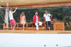 Die Jury (v.l.) DJ Antoine, Mandy Capristo, Heino und Dieter Bohlen auf einer Segelyacht in der Koh Hong Bucht.