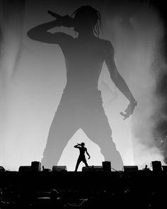 Travis Scott's 39 Tattoos - Danaci Da Travis Scott Iphone Wallpaper, Travis Scott Wallpapers, Rapper Wallpaper Iphone, Hype Wallpaper, Black And White Picture Wall, Black And White Pictures, Black White, Travis Scott Concert, Mode Hip Hop