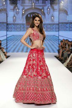 Disha Patani looks gorgeous on ramp as the showstopper Manish Malhotra Lehenga, Lengha Choli, Anarkali, Saree, Ethnic Outfits, Indian Outfits, Ethnic Clothes, Bollywood Girls, Bollywood Actress