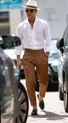 Mens Summer Hats, Summer Outfits Men, Stylish Mens Outfits, Men Summer Style, Summer Men, Casual Summer, Mens Summer Trousers, Stylish Man, Mens Trousers Casual