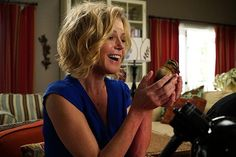 Claire-Goes-Crazy-for-Ducks-on-Modern-Family-RECAP-0001.jpg