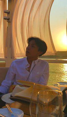 Pvo: Seu namorado te leva para jantar para comemorar os 1 ano de namoro Jung Hoseok, Foto Bts, Caroline Dhavernas, J Hope Tumblr, Jhope Cute, J Hope Dance, Hxh Characters, Fictional Characters, Bts Aesthetic Pictures