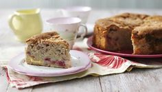 Raspberry and Custard Cake - A homely cake, packed full of delicious raspberry and custardy flavour. Easy Sponge Cake Recipe, Sponge Cake Recipes, Tray Bake Recipes, Baking Recipes, Bbc Recipes, Recipies, Vegan Recipes, Biscuit Pudding, Custard Cake