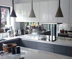 Kitchen Trends 5 Trendy Ideas for the Kitchen Back Wall! - Home Decors Ideas 2020 - Real Time - Diet, Exercise, Fitness, Finance You for Healthy articles ideas Mirror Backsplash Kitchen, Antique Mirror Splashback, Antique Mirror Glass, Splashback Tiles, Mirror Tiles, Kitchen Colors, Kitchen Design, Kitchen Decor, Boho Kitchen