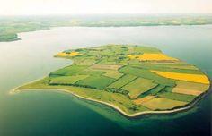 Barsø - ligger i Lillebælt kun 2,75 km fra fastlandet ud for Løjt Land nord for Aabenraa. Øen er på 250 hektar eller 2,5 kvadratkilometer. Befolkningen tæller ca. 22 fastboende. Fra Barsø Landing på Løjt Land er der daglige færgeforbindelser til øen, turen tager 15 minutter.