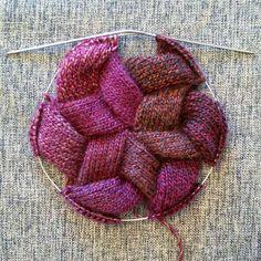 55 Likes, 12 Kommentare - Elm . Beginner Knitting Patterns, Knitting Stitches, Knitting Designs, Knitting Yarn, Knitting Projects, Baby Knitting, Form Crochet, Crochet Flower Patterns, Crochet Yarn