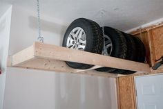 Noch mehr Platz in der Garage sparen? Mit diesem hängenden Regal sind die nicht… Save even more space in the garage? With this hanging shelf the unused tires are well stowed! Ideal for our garage combination – closed garage, open… Continue Reading →